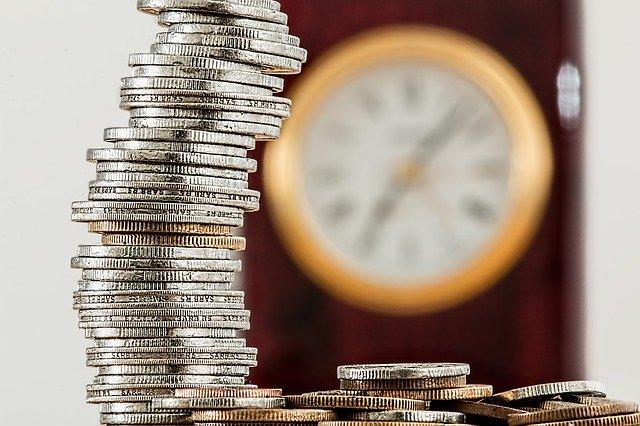 mince, komínek mincí, hodiny