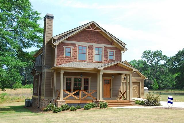 domek, veranda, modrobílá cedule