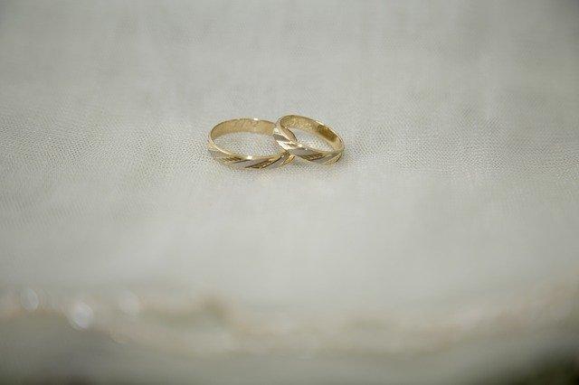 bílozlaté snubní prsteny