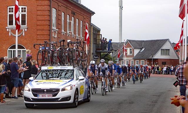 auto, závod, cyklisté