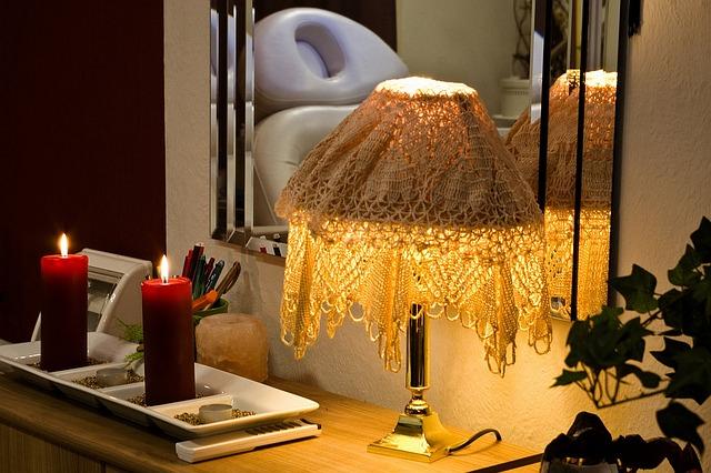 lampa, zrcadlo, svíčkyv