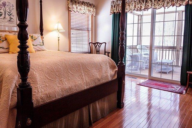 vysoká postel