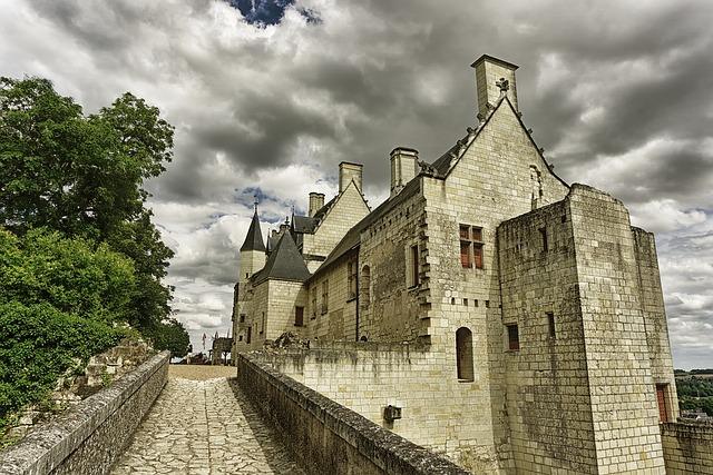 zataženo nad hradem