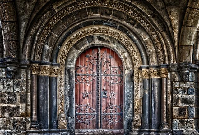 staré dveře hradu